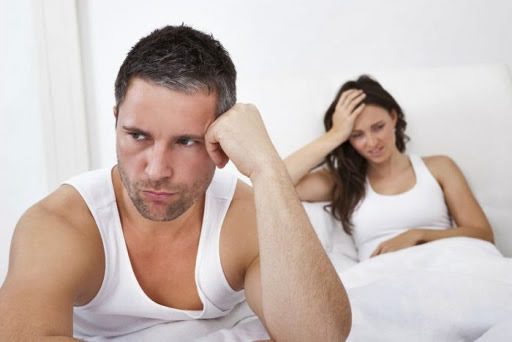 casal desapontado